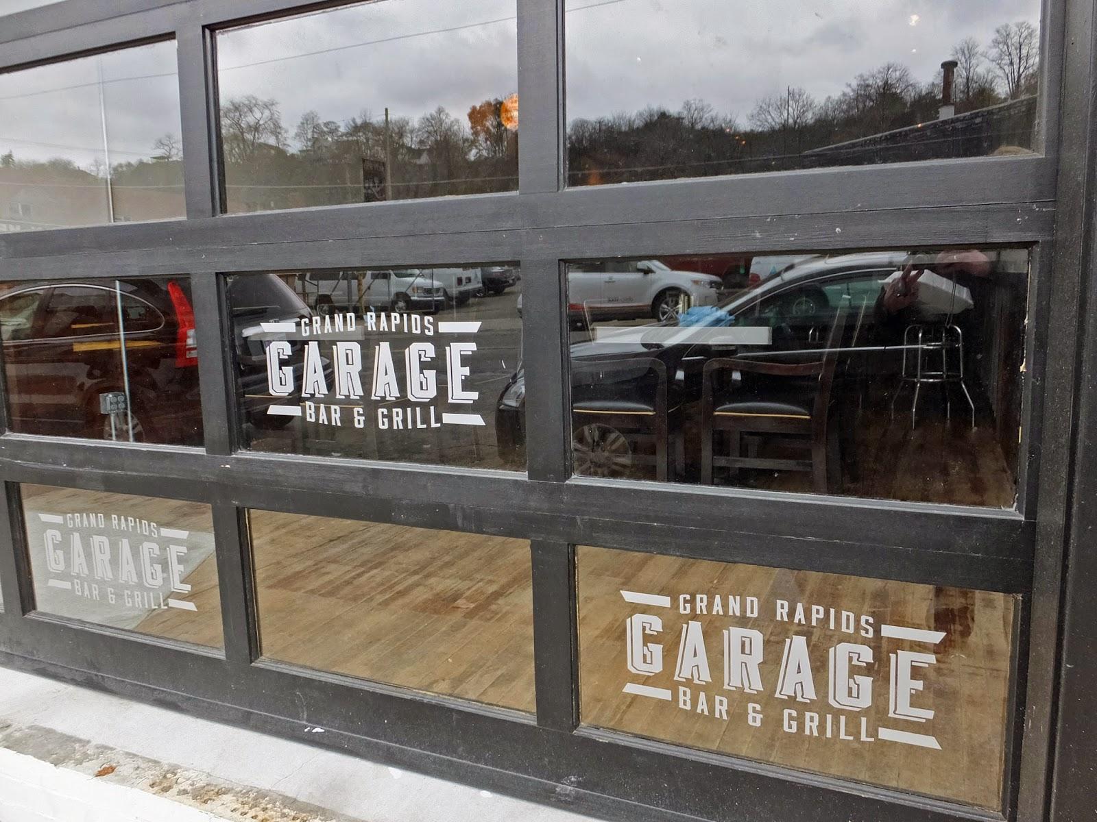 Eatingourwaythroughgrandrapids Garage Bar And Grill 819