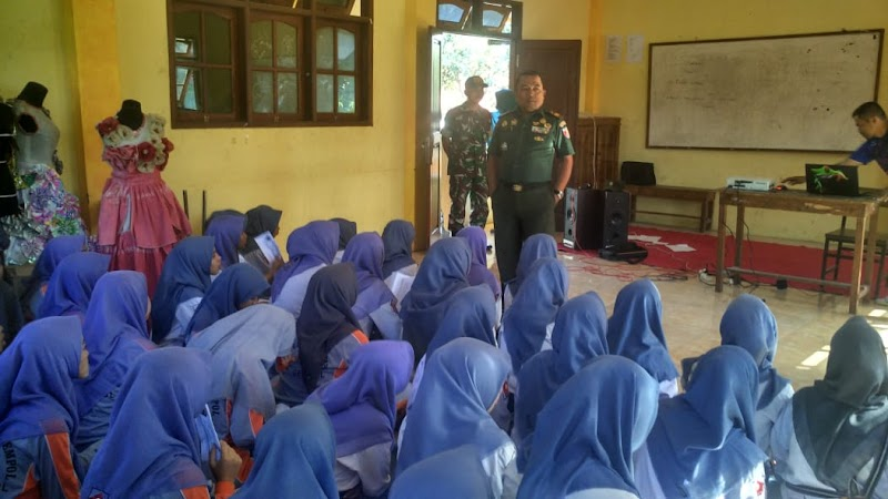Danramil 20/Gempol Berikan Wasbang Kepada Pelajar SMK Purnama