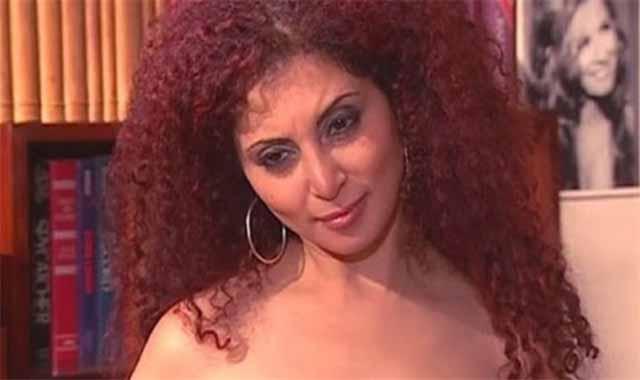 أين إختفت الفنانة رولا محمود بعد إعلان إصابتها بـ كـ ــورونا ؟ مآساة توجع القلب