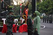 Prajurit Yonarmed 11 Kostrad Iringi Tradisi Penerimaan Calon Komandan Batalyon di Magelang
