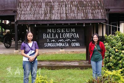 Di bagian depan museum Balla Lompoa
