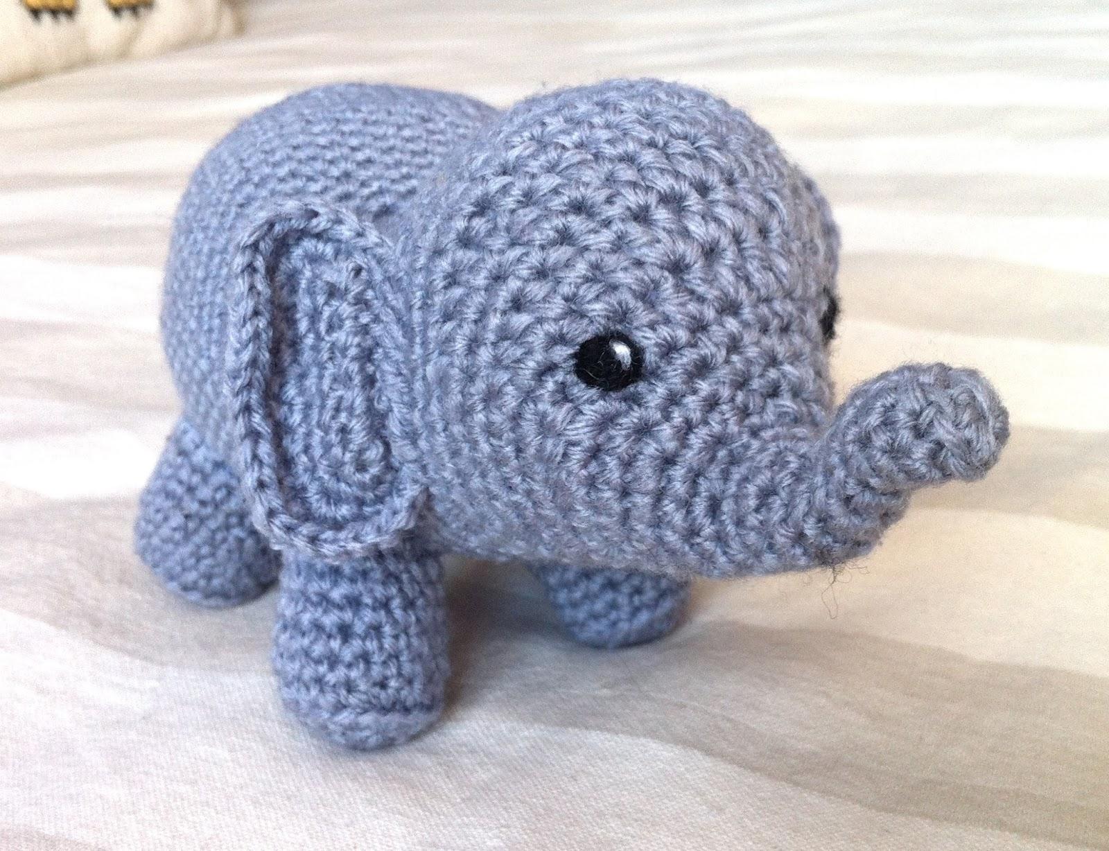 Elephants In Love | Free Crochet Pattern | Hooked by Kati | 1228x1600