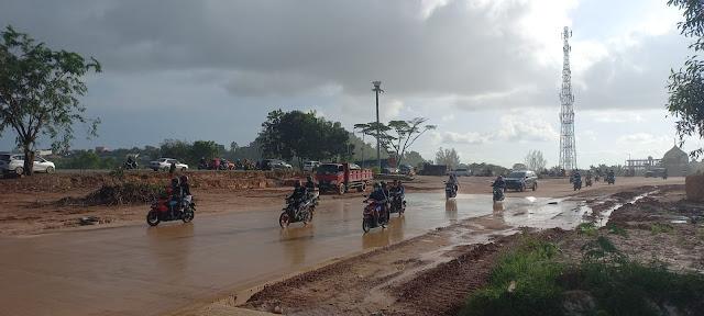Jalan di Simpang Barelang Licin Setiap Diguyur Hujan, Banyak Pengendara Jatuh
