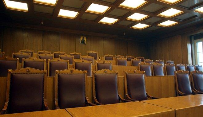 Ένωση Αθέων: Να κατέβει η εικόνα του Χριστού από την αίθουσα του ΣτΕ