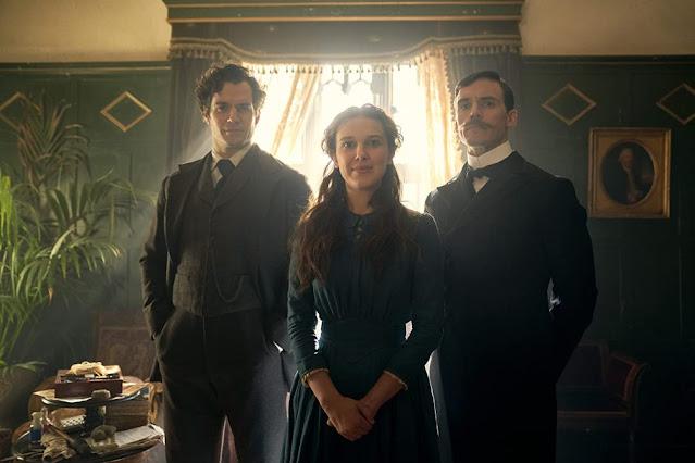 Henry Cavill, Millie Bobby Brown y Sam Claflin. Imagen de Netflix.