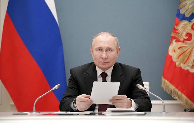 Russian President Vladimir Putin signs law enabling him to run for president again