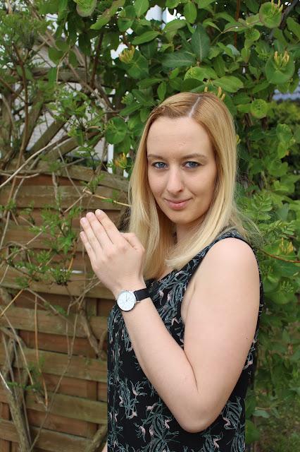 https://www.otto-weitzmann.com/ddmjkvmh2u4ui4191302f69374,8,1,1,670,4321,Bavaria-Damen--superflache-elegante-Damen-Uhr--Geh%C3%A4use-silber--Echtlederband-schwarz,.html