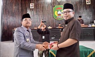 Wali Kota Ranperda Serahkan LPj APBD 2015, Silpa Rp111,1 M