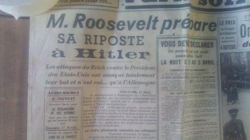 L'Exelsior, newspaper wallpaper, authentic retro decorating,