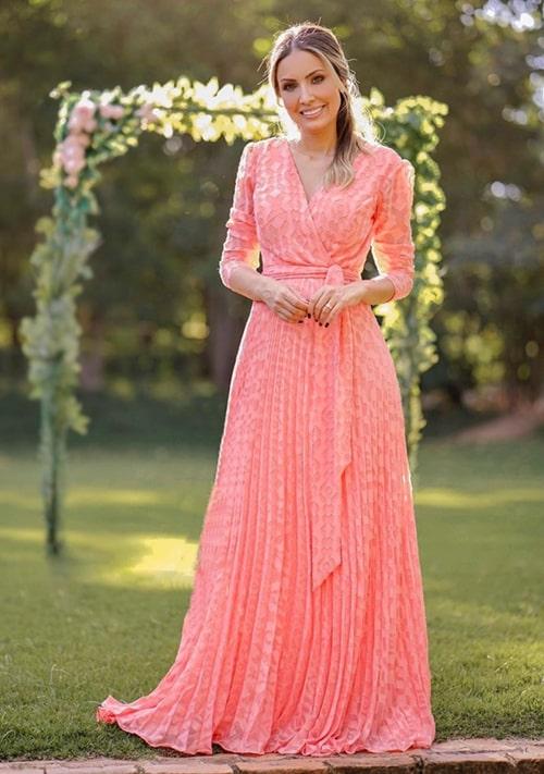 vestido coral manga longa