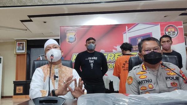 Ustaz Das'ad Koreksi Takmir Buntut Pria Dilarang Tidur di Masjid-Bakar Mimbar