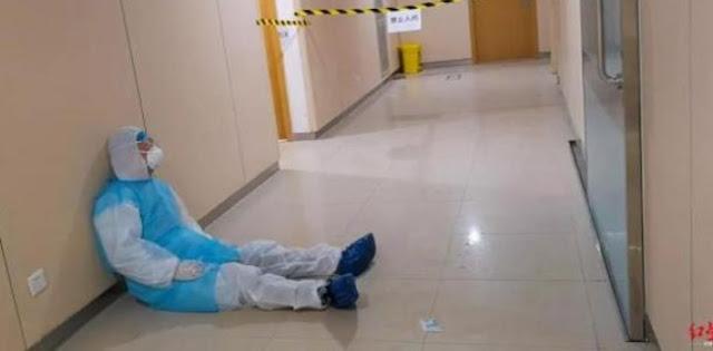 Kematian Mencapai 2005 Orang, Dokter Ini Tertidur Di Lantai Rumah Sakit