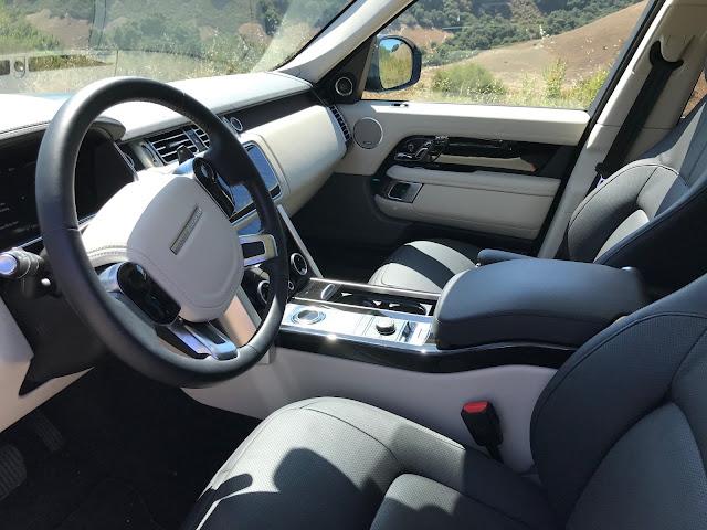 Interior view of 2019 Range Rover HSE P400e