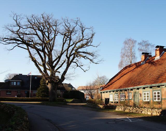 Küsten-Spaziergänge rund um Kiel, Teil 5: Jellenbek - Strand - Krusendorf - Jellenbek. Krusendorf ist ein typisches Dorf in Schleswig-Holstein im Schwedeneck.