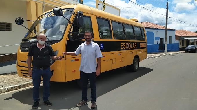 Parnarama: Prefeitura recebe novo ônibus para transporte escolar