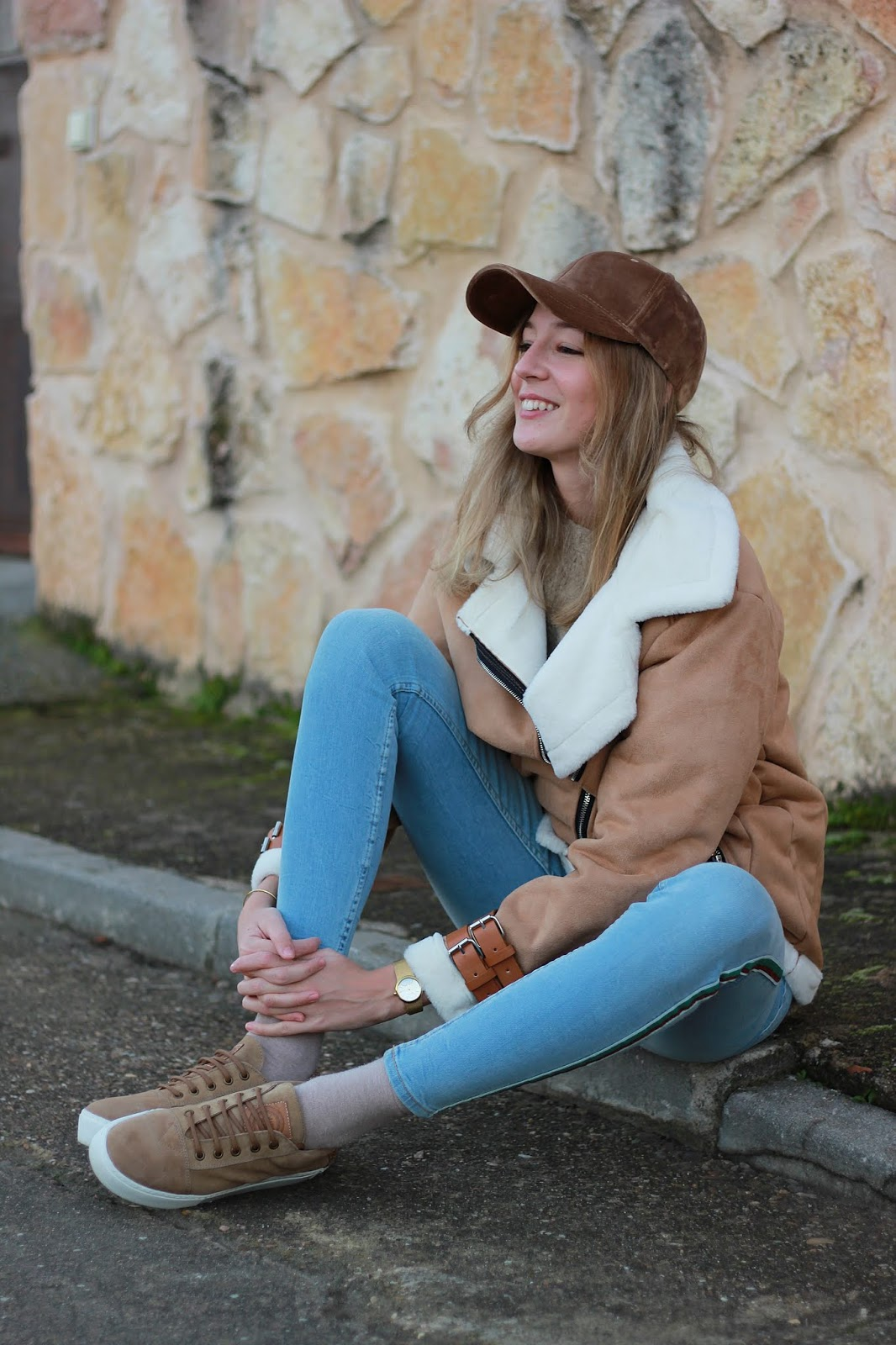 shaper-sneakers-track-pants-cazadora-borreguito