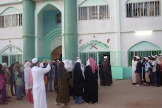 """سعيًا لأسلمة الجزيرة: الإسلاميون في مدغشقر """"يدفعون المال للنساء لارتداء النقاب"""""""