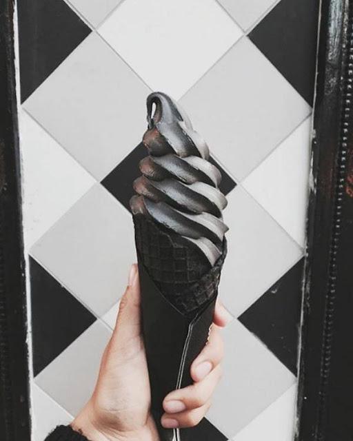 ايس كريم أسود بنكهة الفحم 5