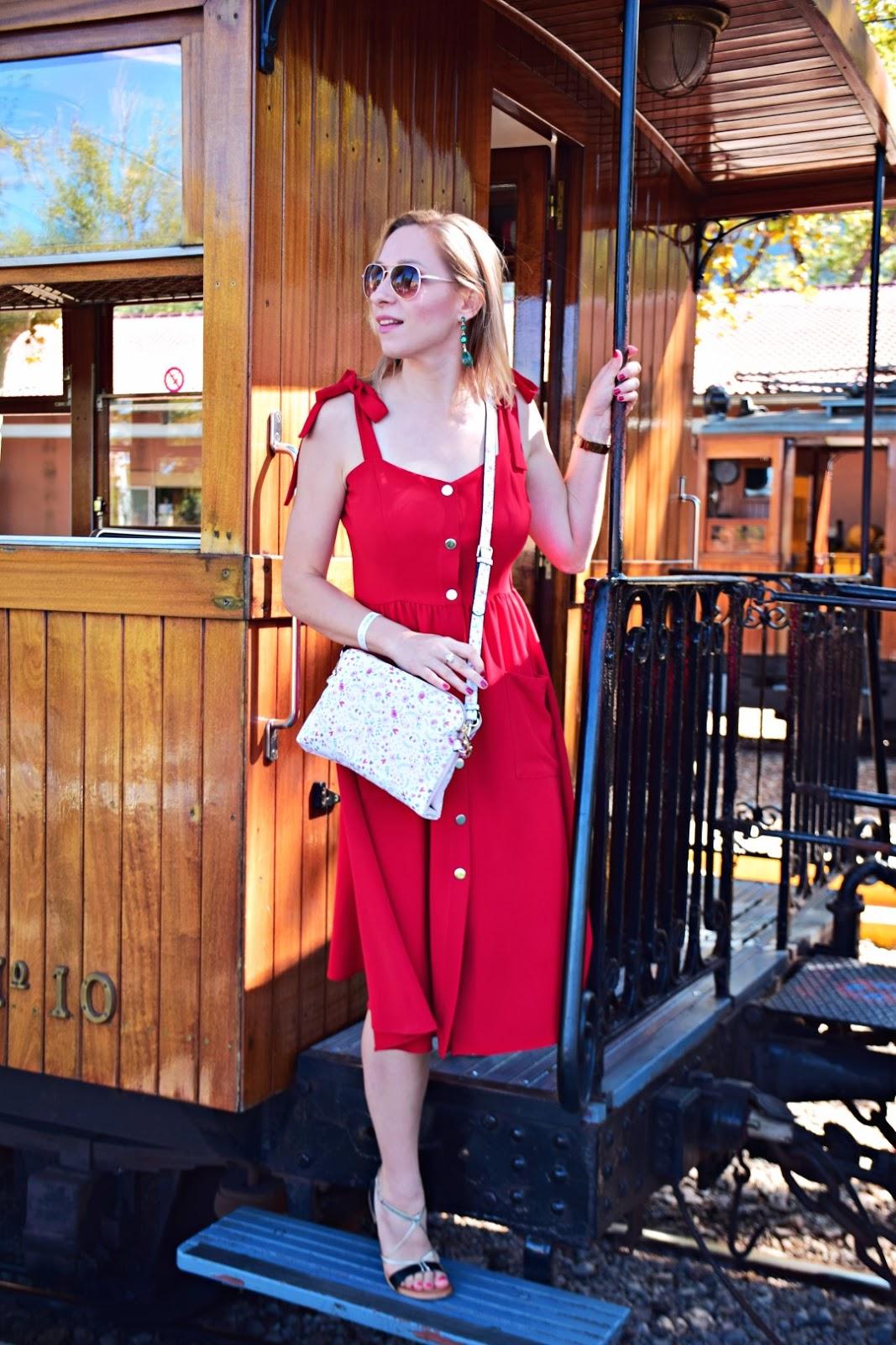 stoneskirts_sukienka_czerwona_wiązana_jakość_czy_warto_kupić