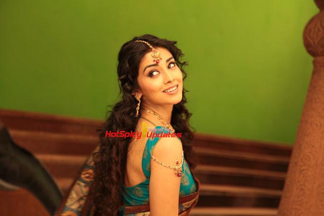 Shriya Saran High Resolution Images: Shriya Saran Spicy Hot Behind Scene Stills From Kalyan