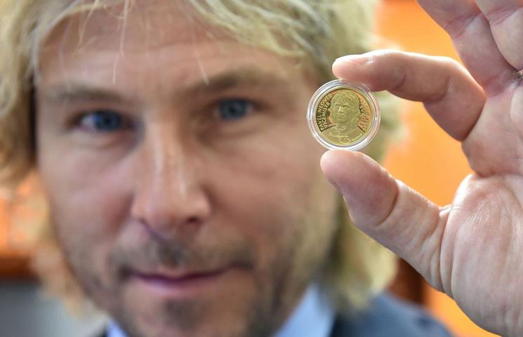 Lik Pavela Nedveda na češkoj kovanici