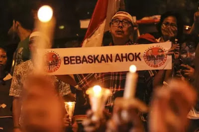 Aksi Bakar Lilin Ahokers di Berbagai Kota dan Luar Negeri, Pengamat Politik: Lebay!