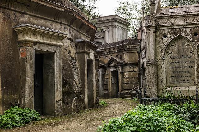 Highgate Cemetery, England - RictasBlog