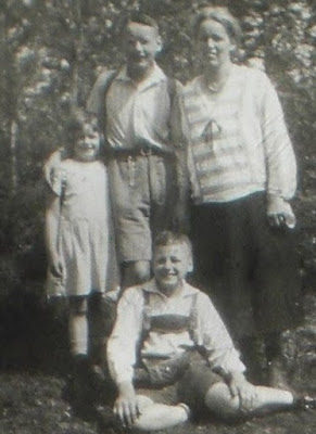 Karl Otto, Helmut and Irmgard with their mother. Private photo.