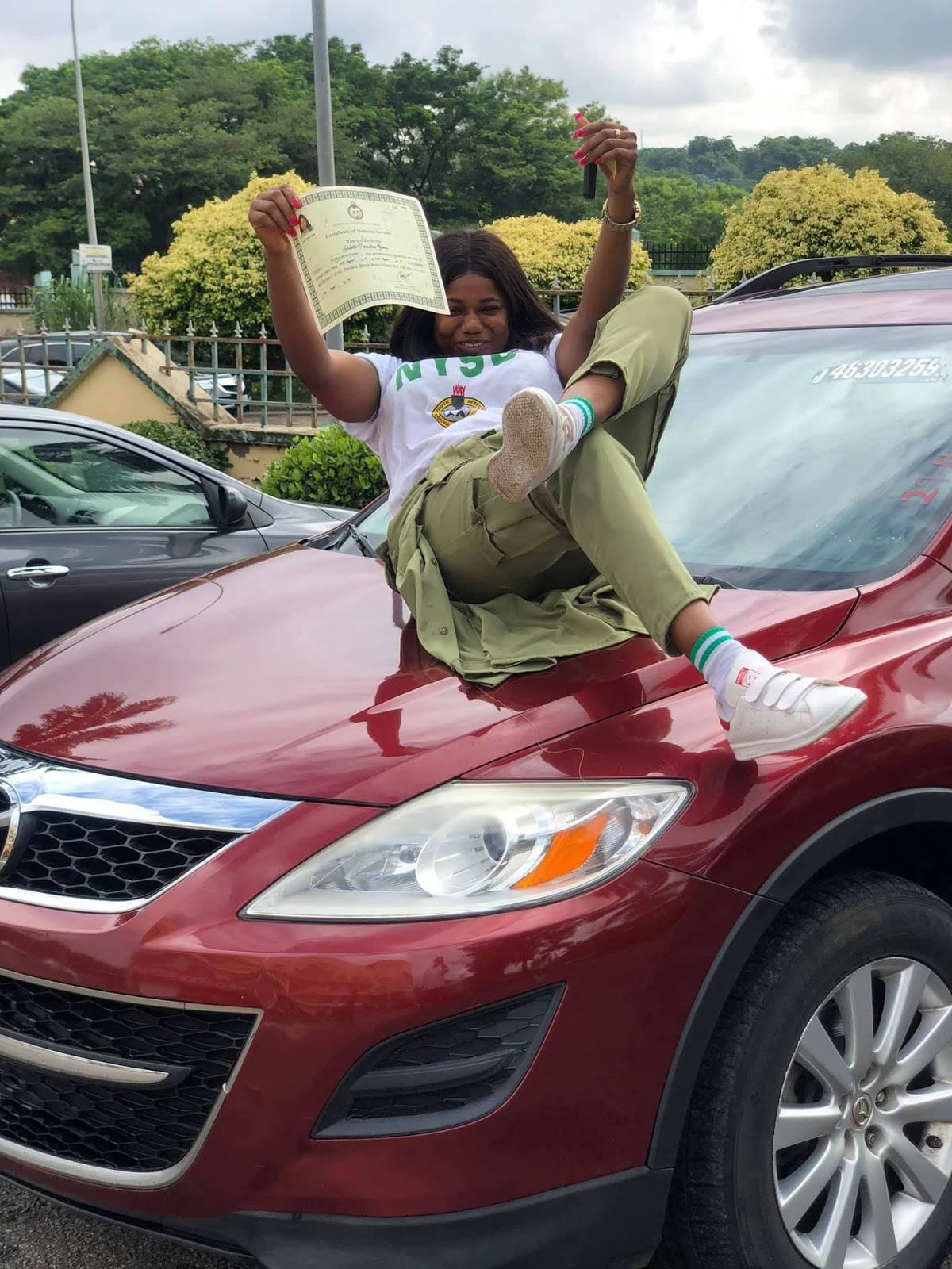 Lady%2Bbuys%2Bherself%2Ban%2BSUV%2Bto%2Bcelebrate%2Bpassing%2Bout%2Bof%2BNYSC%2B2 - Woman buys herself an SUV to rejoice passing out of NYSC