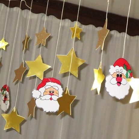 Studiamando liberamente: Decorazioni natalizie: stelline dorate e Babbi Natale