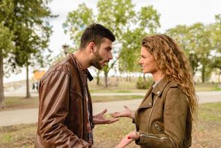 Hindari 5 Sikap Ini Saat Bertengkar dengan Pasangan