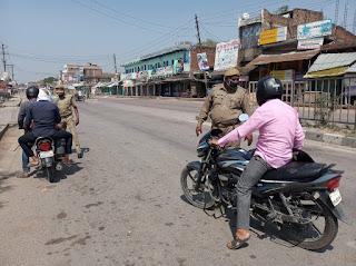 जौनपुर : आने जाने वालों से पुलिस कर रही पूछताछ