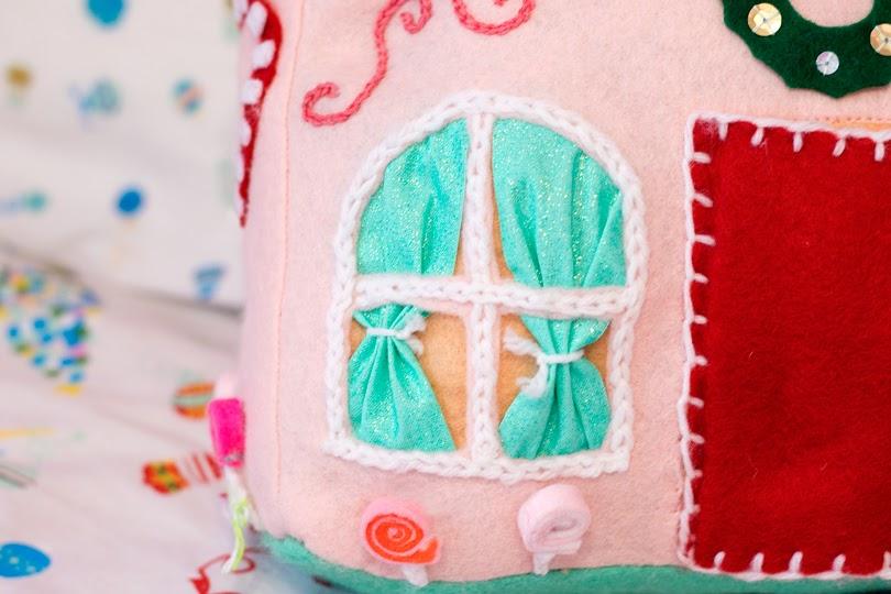diy gingerbread house cushions