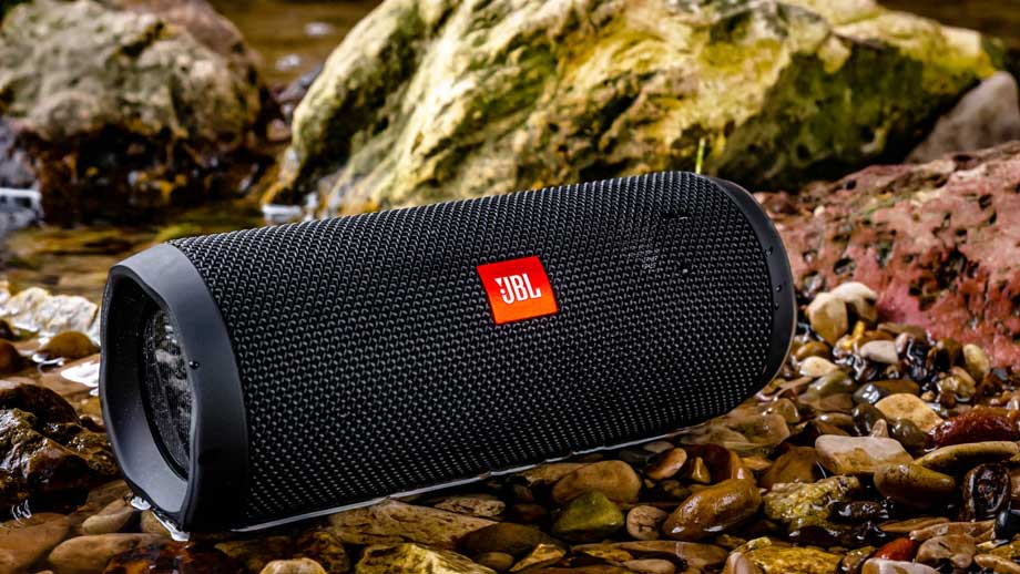 5 Wireless Speakers that Will Help to throw the Most Power-Packed Parties Enjoy this Winter Festive Season