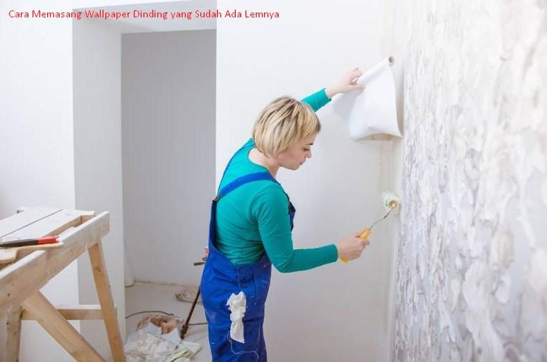 5 Cara Memasang Wallpaper Dinding yang Sudah Ada Lemnya