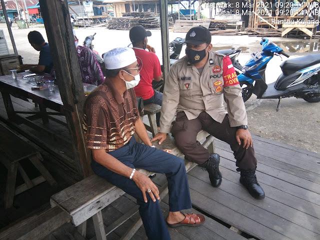 Aiptu Ahyar Dengan Humanis Ajak Warga Masyarakat Terus Disiplin Pakai Masker