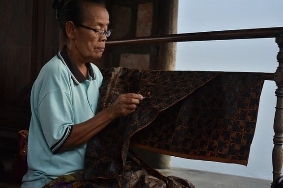 bukusemu, buku semu, batik, gambar batik, orang membatik, jenis batik, nenek membatik, batik yogyakarta, batik indonesia, pesona indonesia