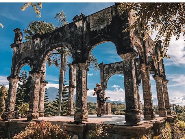 The palace in Bali attracts tourist followers