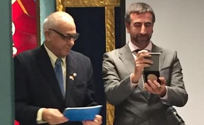 El escritor e investigador toledano ha recibido este miércoles este importante galardón por su prolífica obra, entre la que pronto estará su nuevo libro, «Toledo y los judíos».