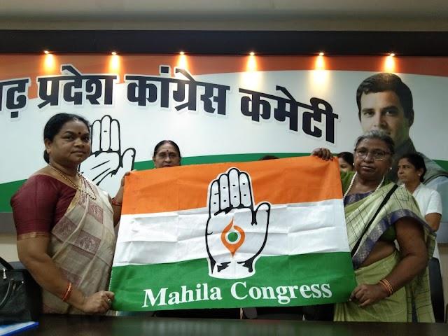 महिला कांग्रेस के नए प्रतीक चिन्ह और झंडे का अनावरण