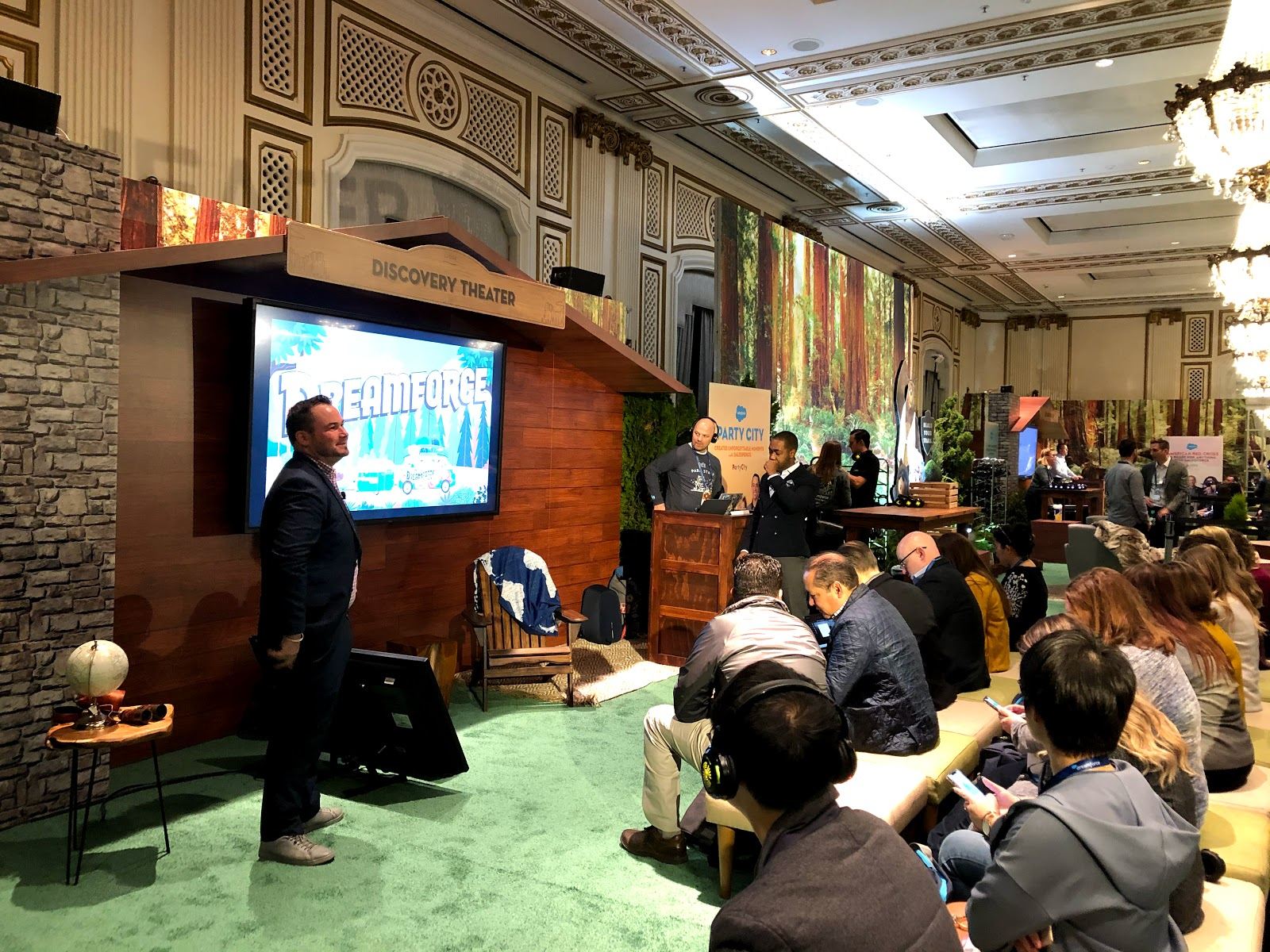 """Salesforce MVP Tigh Loughhead speaking at Dreamforce 2019 on """"The Role of Artificial Intelligence in Your B2B Marketing Strategy"""""""