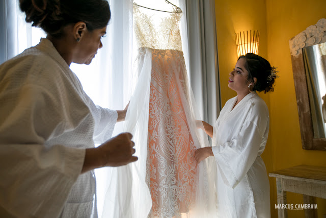 casamento no club med trancoso destination wedding na praia, vestido da noiva, making of