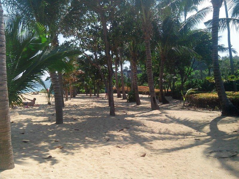 Ровный песок на пляже
