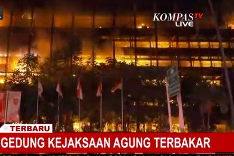 Empat Lantai di Gedung Kejaksaan Agung Hangus Terbakar