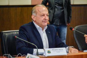 Vice-governador entra na disputa ao Senado, define suplentes e tenta se viabilizar com agronegócio