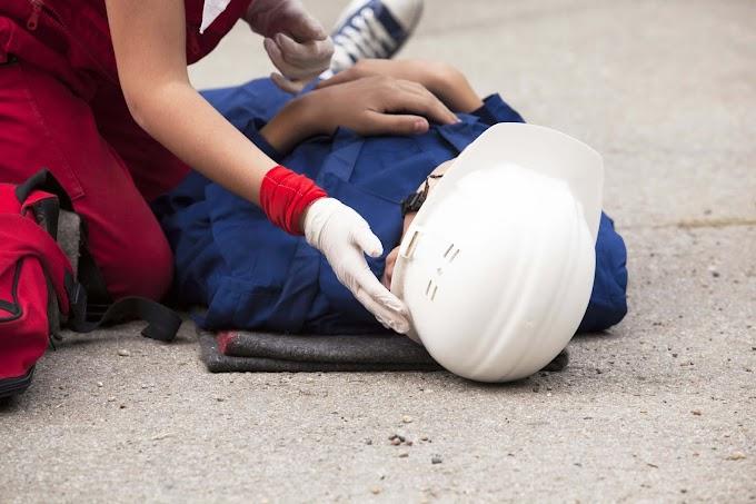 Munkahelyi baleset Noszvajon: köracél rúd zuhant egy férfi fejére