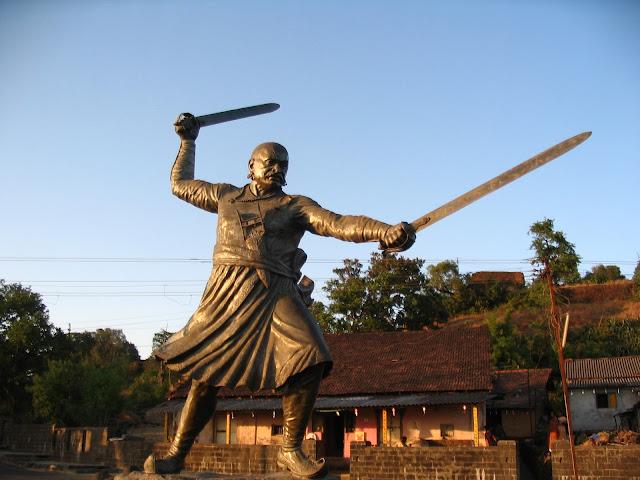 Baji_Prabhu_Deshpande_Statue_in_Panhala_Fort