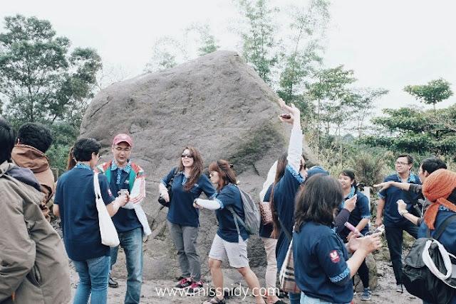 batu alien - lava tour merapi yogyakarta