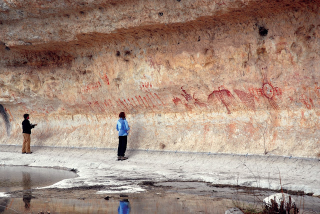 Shelters with echoes thought to be preferred sites for prehistoric rock art