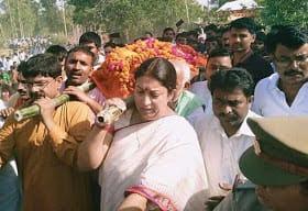 Smriti Irani Paying Tributes To Bjp Party Worker Amethi Uttar Pradesh